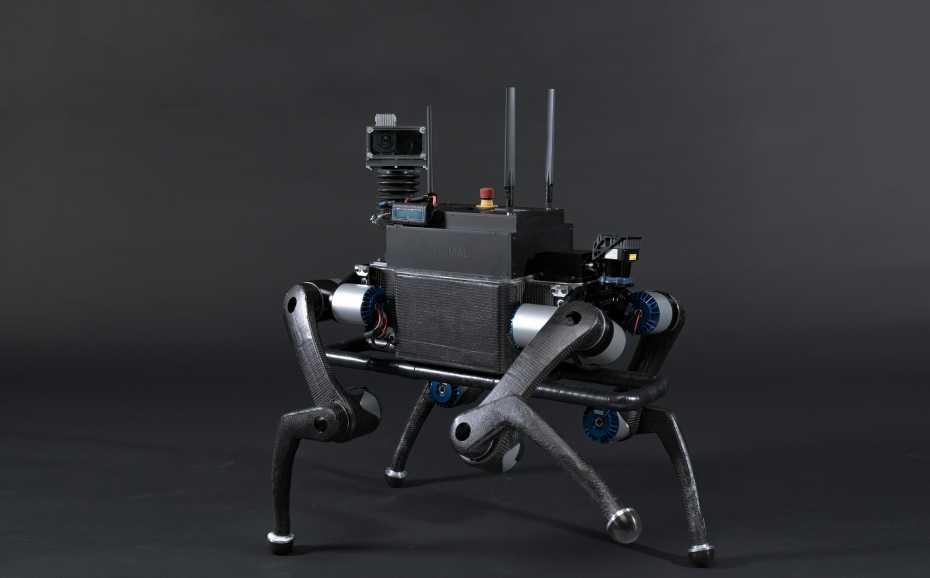 Робот-собака, который умеет собирать мусор