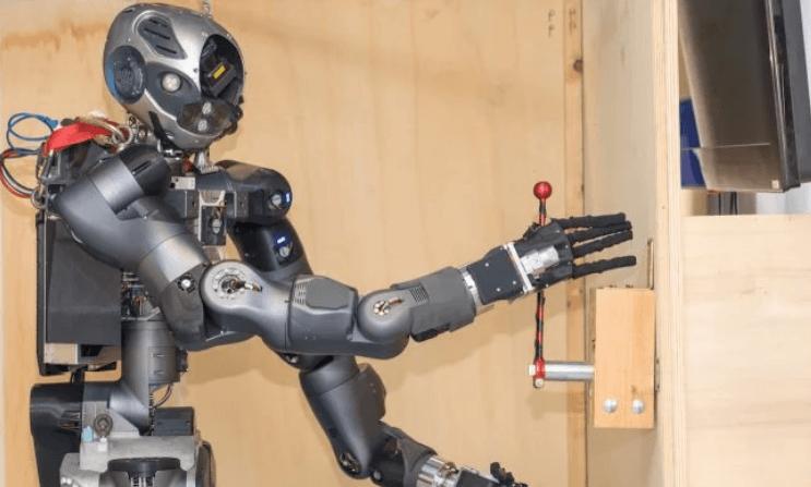 WALK-MAN: первый в мире робот-пожарный