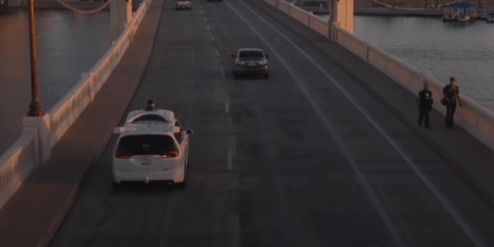 Waymo официально запустила сервис беспилотного такси в США.