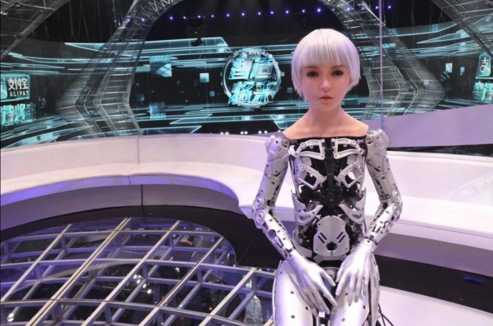 Робот ведет телешоу в Китае