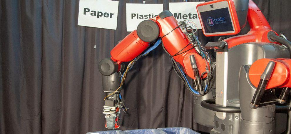 Робот RoCycle сортирует мусор на ощупь